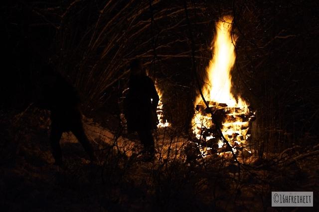 Pottenstein Ewige Anbetung 2017_Wärmen am Feuer