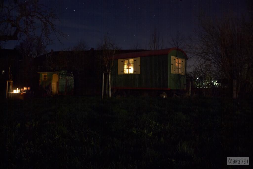 Bauwagen bei Nacht