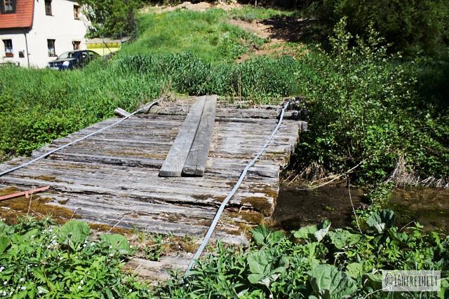 Heruntergekommene Brücke im Trubachtal
