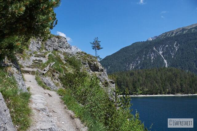 Wanderung zum Blindsee_Weg am See entlang